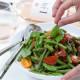 Sperziebonensalade met basilicum FoodBlaBla | styling en koken door Jacqueline Sluijter | fotografie door Sander Damen © Foodblabla