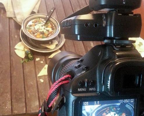 Het stylen en fotograferen van onze heerlijke spicy black bean soup
