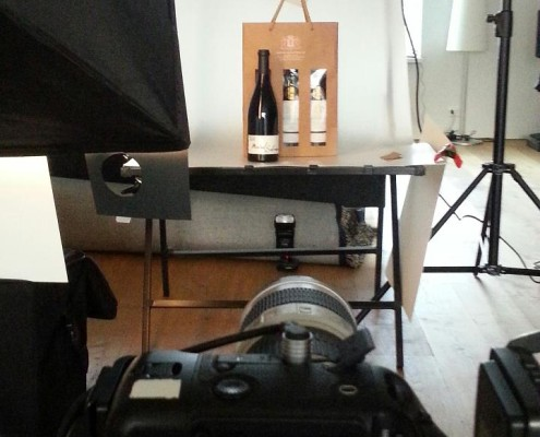 Hier fotograferen wij een bijzondere wijn die wij tijdens onze vakantie in frankrijk gekocht hebben.