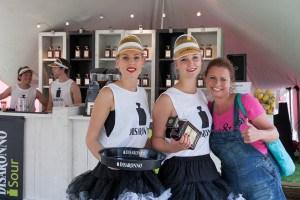 Jacqueline bij de Disaronno meisjes Impressie van het evenement Food Truck Festival TREK Utrecht 7-6-2014 | alle foto's ©Foodblabla
