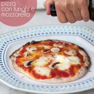 Pizza, zelf gemaakt in een steenoven