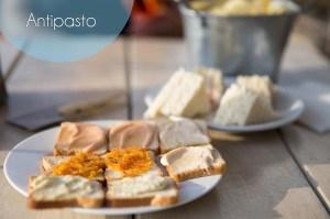 crostini con Pomodorini e Mozzarella di bufala en later Melanzane alla Parmigiana van Ristorante L'andana