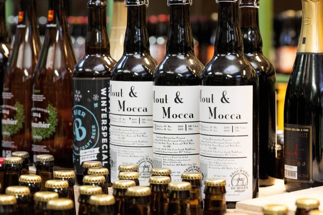 Mout en Mocca brouwerij de Molen is een van de vele bieren die je kan kopen bij Slijterij van Pernis