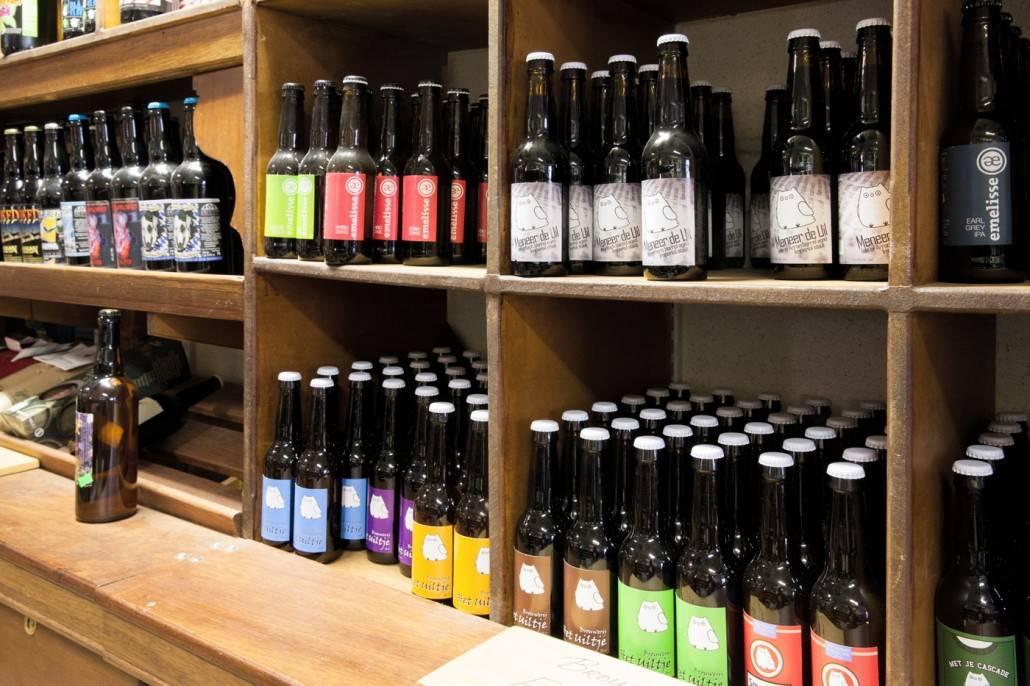 Bier van Brouwerij Het Uiltje bij slijterij van Pernis