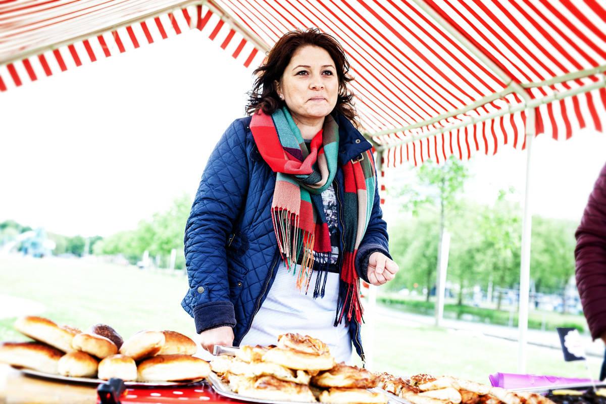 Elif BesteHapjes op zusje van de sonsbeekmarkt 31 mei 2015 04