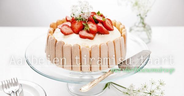 Aardbeien tiramisu taart met vlierbloesemsiroop