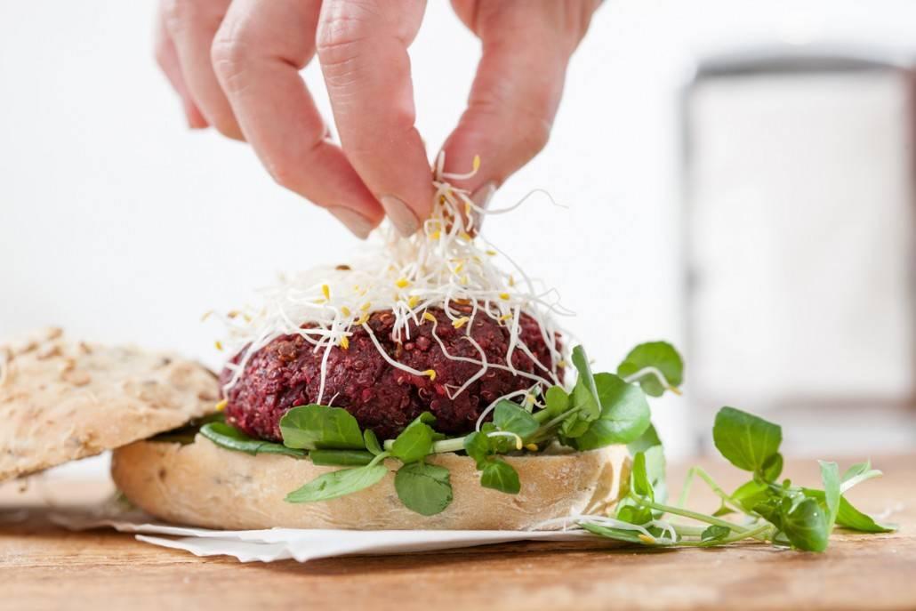 Biet de burger! Vegetarische rode bieten burger