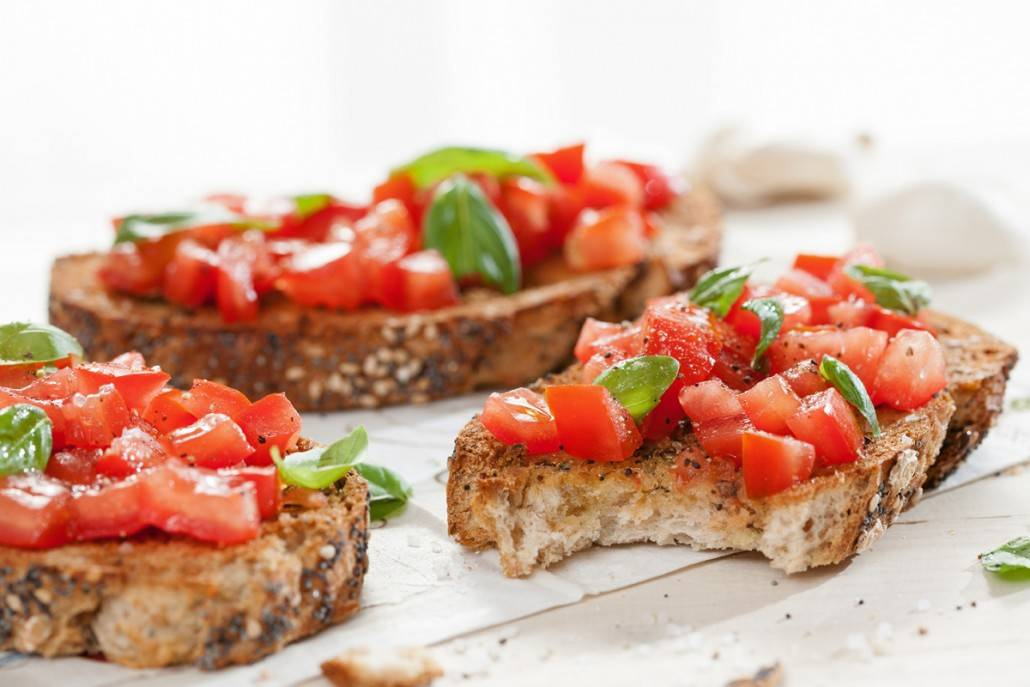 Bruschetta met tomaat en basilicum