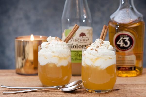 hot cocktail met appelsap en cuarenta y tres