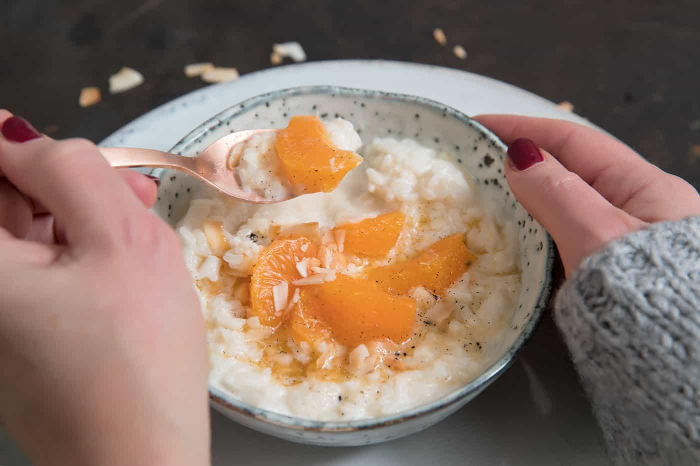 Kokos rijstpap met mandarijnensiroop