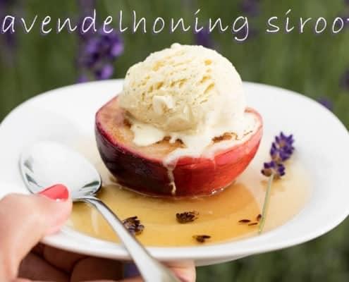 Lavendelhoning siroop met nectarine en vanille ijs
