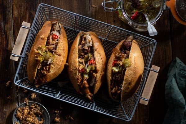 https://foodblabla.nl/broodje-kip-met-pindasaus-zoetzure-komkommer/