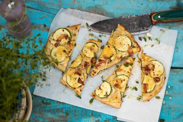 Flammkuchen met courgette & bacon