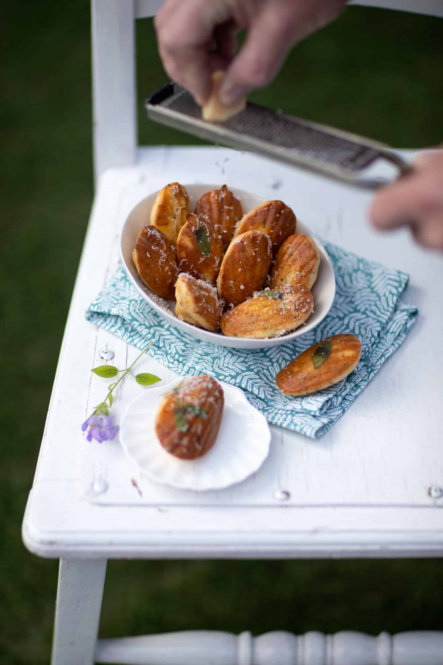 Madeleines met Parmezaanse kaas & Italiaanse kruiden
