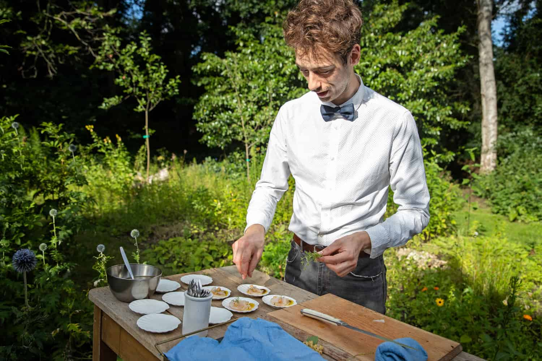 Luuk Wojcik maakt de Sashimi vers voor je klaar
