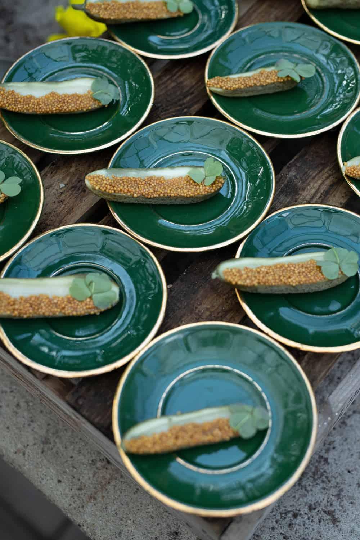Een tien dagen gefermenteerde augurk met mosterdzaadjes