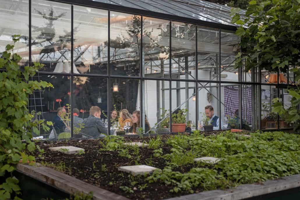 de sfeer van pop-up restaurant 't Amusement LAB in de stadstuin Kweekland Arnhem